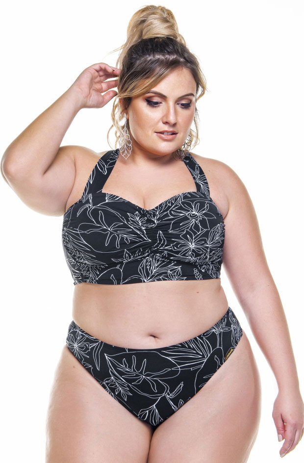 top plus size com bojo e base larga na estampa floral preto e branco